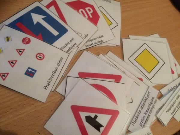 """Kartītes klasificējošai lasīšanai """"Ceļa zīmes"""""""